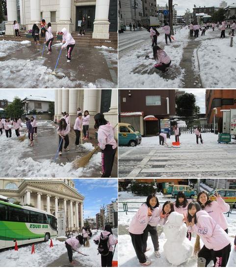 20140209チア東京正心館雪かき.png